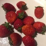 ビタースイーツ・ビュッフェ - 苺も食べ放題、一皿目はなかなかの質