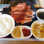 60916453 - 日替わりランチ ロース、カルビ、豚カルビ計200g  ¥990+税