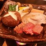 いやしの里 樹やしき - 鍋 物:陶板焼(黒毛和牛と豚肉、野菜)