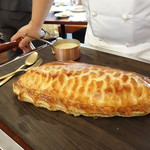 ビストロ ダイア - ポール・ボキューズ風スズキのパイ包み焼きシャロンソース(絶品)