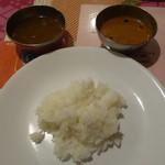 60927234 - ご飯にラッサムと酸っぱいカレーを①(ジュリアスさんオススメの食べ方)