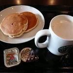 スターバックスコーヒー - バナナのミルクパンケーキとチャイティーラテ