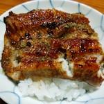 山の茶屋 - 御飯に秘伝のタレをかけて~鰻をのせて~頂きます( ^-^) あっ、ちょっと崩れてしまった(>_<)