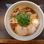 満麺の笑み - 背脂魚介醤油らーめん(700円、真上から)