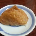 60944265 - いなり寿司(1個130円)油揚げ・酢飯ともしっかり味付けされています