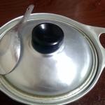 60944269 - アルマイト製の鍋にレンゲ 昭和モード全開です