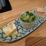 昇 - 料理写真:お通し(金時芋のクリームチーズ寄せ、青菜のお浸し、押寿司)