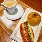 箱根ベーカリー 川崎アゼリア店 - モーニングBと箱根カレーパン