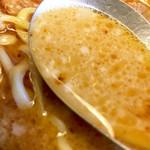 麺屋 空海 - スープこんなの、かなり脂多め