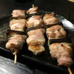 60955271 - 【料理3,000円+デラックス飲み放題2,000円】                       ねぎま。                       柔らかいモモ肉。                       焼き具合が絶妙です。
