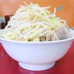 モッコリ豚 - ラーメン+野菜増しニンニクW
