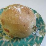 ベーカリーアルブル - 料理写真:枝豆チーズフランス130円。