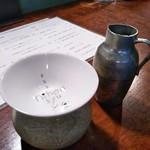 60969708 - 日本酒を置く陶器 お店オリジナルの酒盃 錫製の小徳利