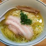 麺屋彩香 - 塩ラーメン750円