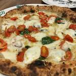 60972053 - ★★★ ピザ  窯で焼いているので美味しいですが、日本のピザは高いデスネ