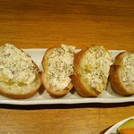 南部鉄酒場 豚バルBYO - 栗とクリームチーズのカナッペ(お通し)