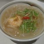 南国酒家 - 海老と小柱入りスープ仕立ての海鮮ビーフン