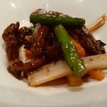 60977995 - 牛肉とニンニクの芽の黒胡椒炒め