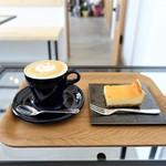 OPEN DOOR COFFEE - カプチーノ、チーズケーキ