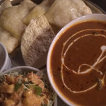 ノルジャハン - カレーとサラダのアップ