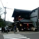 60979612 - 外観。弥彦神社の真ん前なのですぐわかります。