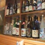 イタリア厨房 旬 - 店内には焼酎やワインが・・