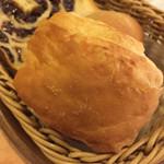 60981424 - バターたっぷり、サクサクのパン。