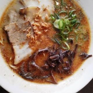 三十二匁 - 料理写真:牛骨ブラックらーめん730円