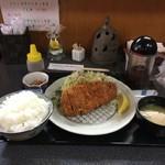 おもてなしどころ 光亭 - とんかつ定食(930円)+ご飯大盛(50円)