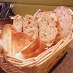 60984102 - 食べ放題のパン
