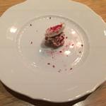 メログラーノ - 木苺とメレンゲで包んだフォアグラのマルサラ風味