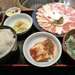 安楽亭 - お昼に食べた定食セット 250gの肉は食べがいがありました