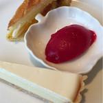 レストラン エピファニー - デザート盛り合わせ  王冠が入っていた人は本日の王様♡