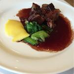 レストラン エピファニー - 母のチョイスのメイン  牛肉の赤ワイン煮込み
