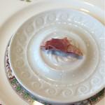 レストラン エピファニー - お食事の始まりに、干し柿のパルマ生ハム巻き