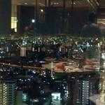 60993987 - 窓からの夜景