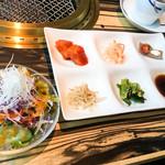 wagyu焼肉 伊萬里 GINZA - サラダ、ナムル、キムチ
