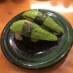 すし食いねぇ! - アボカドにぎり 脇役を主役に持ってきたなんとも 直球なにぎり 創作系の寿司屋にありがちですが、結構人気のネタらしくどんどん出ていきます、で頼んでみると、綺麗な緑色  わさび醤油にもよく合い美味いです
