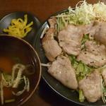 朝日屋 - 日替わり定食(豚バラのネギ塩炒め定食)税込800円