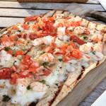 61008983 - シュリンプ、チョリソー、トマトのピザ♡