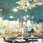 マヅラ喫茶店 - 中央ソファー