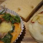 やさいのひ - 料理写真:野菜ピザ&野菜フォカッチャ&リンゴモッツァレラ
