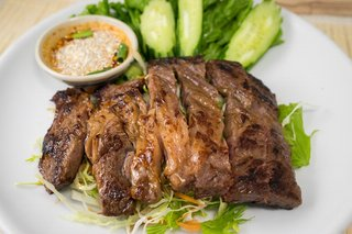 タイ料理サバイ・サバイ - ヌヤーン・イサーン(東北地方の牛肉焼)