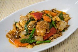 タイ料理サバイ・サバイ - ガイパッメット・マムワン(鶏肉のカシューナッツ炒め)