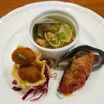 タヴェルナ・イル・ヴィアーレ - オリーブの肉詰めフリット、アサリのボルケッタ、ムール貝の詰め物のオーブン焼き