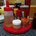 登龍門 - 卓上調味料。餡掛け焼きそば用のカラシはコレ。