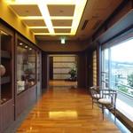 華鳳 - 朝、別邸前の廊下