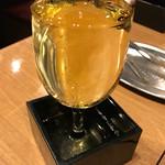大阪焼肉・ホルモンふたご - はみ出るワイン(白)580円