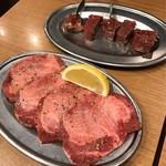 大阪焼肉・ホルモンふたご - 牛タン塩 680円 、角切り牛心 480円