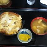 キッチンあべ - エビフライ丼(みそ汁・漬物)